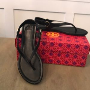 Like new Tory Burch black thong sandals size 8